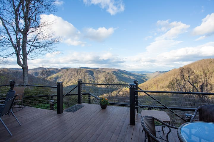 Great view,  4 beds, private bath and b'fast!
