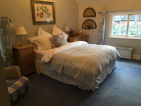 Comfortable Double en suite including Breakfast!