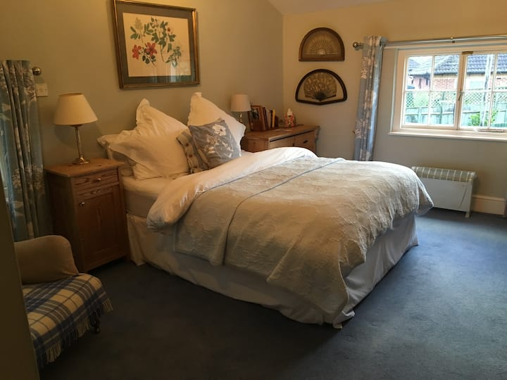 Comfortable Double en suite including Breakfast!