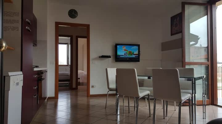2 BEDROOM FLAT 2 KM FROM PESCHIERA