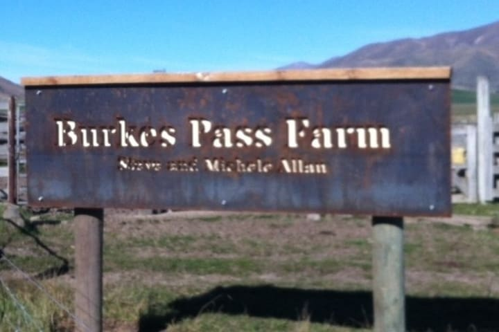 Look out for the farm sign. Turn right after the sign.