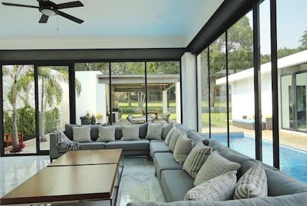 Increíble casa con alberca climatizada en Cocoyoc