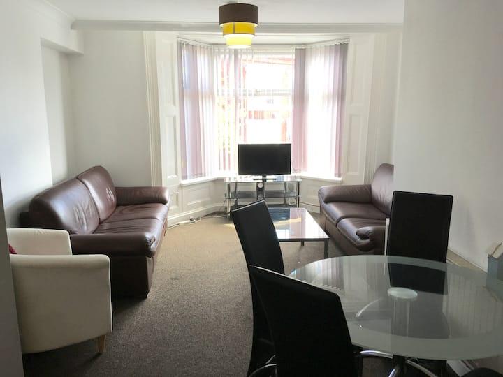 Double bedroom near city centre & university SR2 5