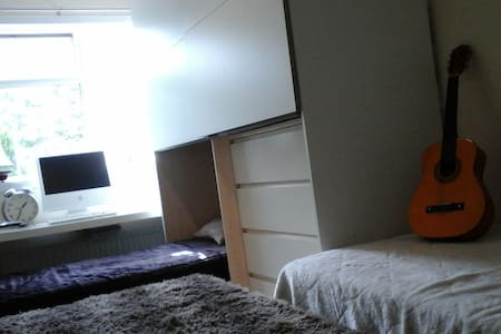 Interior Designed room in nice and quite house - Basingstoke