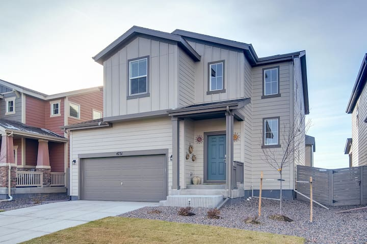 New 4-Bedrm Denver Luxurious Home-12 mi to Airport