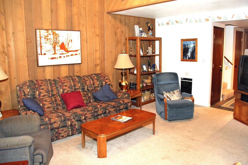 Mammoth Lakes Vacation Rental Sunshine Village 134 - Living Room Towards Entrance