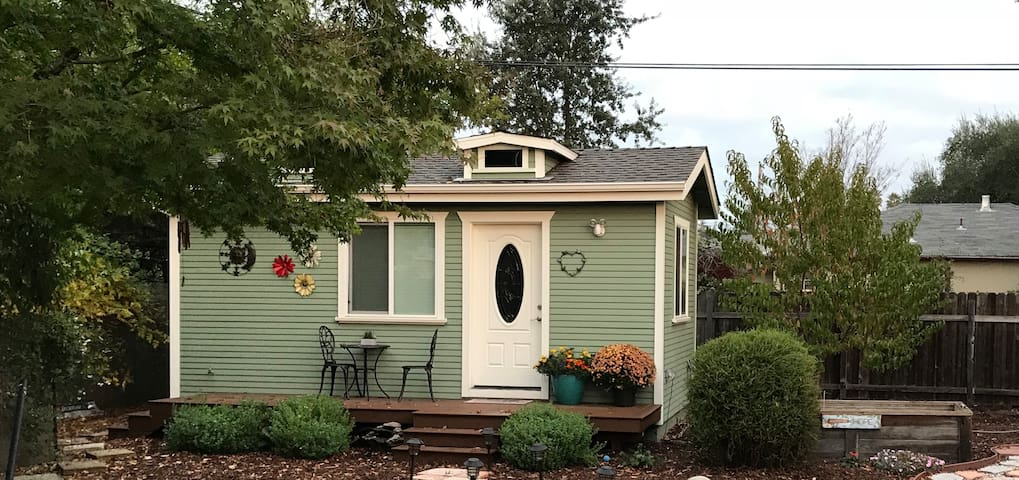 "Detached Wine Country ""tiny house"""