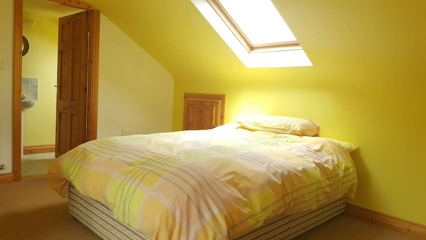 Private Double Room in Listowel (other rooms also)