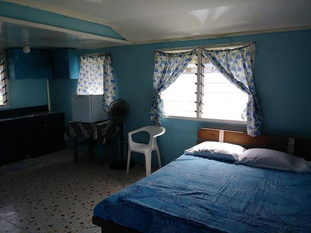 Vaiula Beach Fales, Little blue house