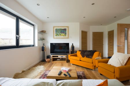 Sunny eco friendly modern en-suite - Powys - Inap sarapan