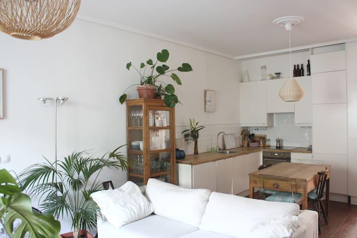 1 room in bright flat in malasaña - Мадрид - Квартира