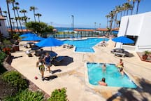 Pool and jacuzzi / Alberca y jacuzzi