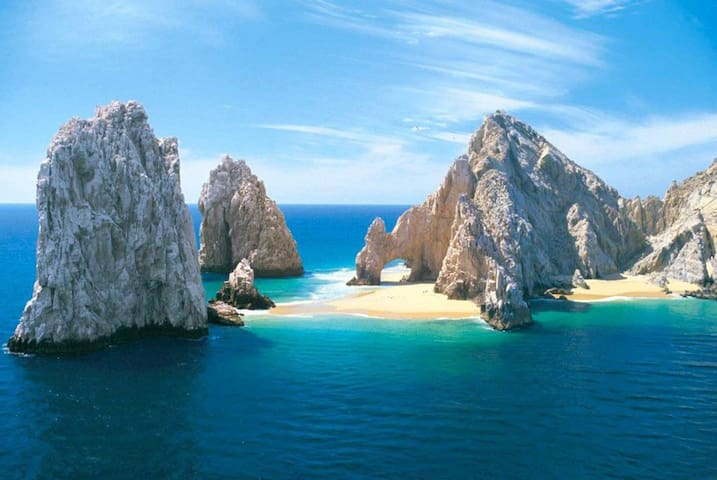El Arco and Lovers Beach in town