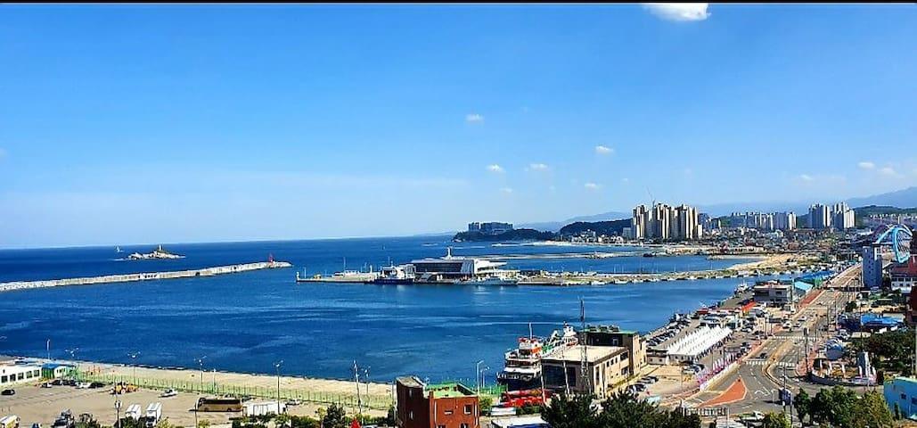 내집같은 편안함 럭셔리신축 극강오션뷰♡(깔끔&아늑&청결,호텔침구&터미널&해변&시장 앞)