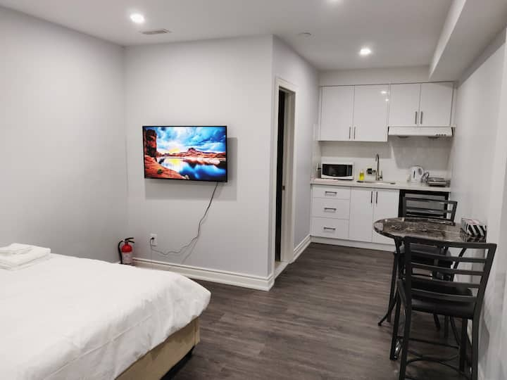 Private Unit, Bathroom, Kitchen Downtown Toronto