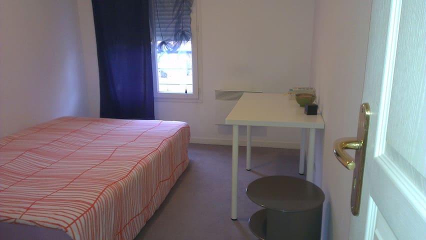 Chambre à une demi heure de Genève - Saint-Julien-en-Genevois - Lägenhet
