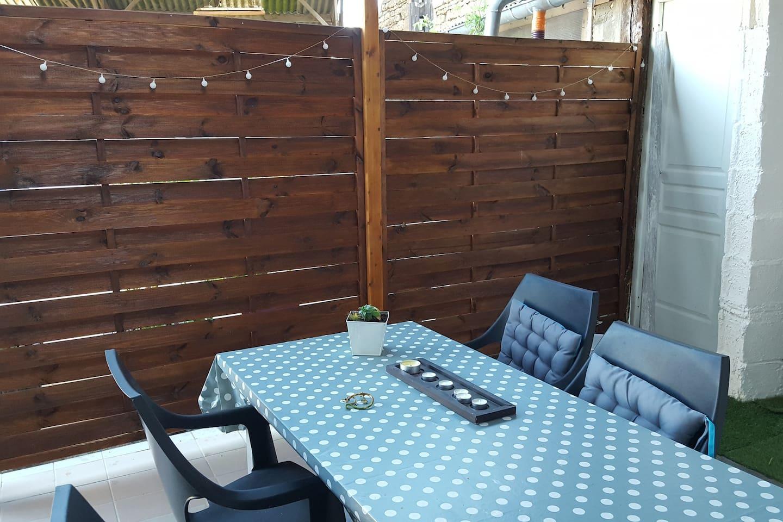 Côté  patio  prive
