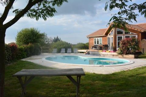 LE CHALET DE DANIEL  Avec sa piscine privée