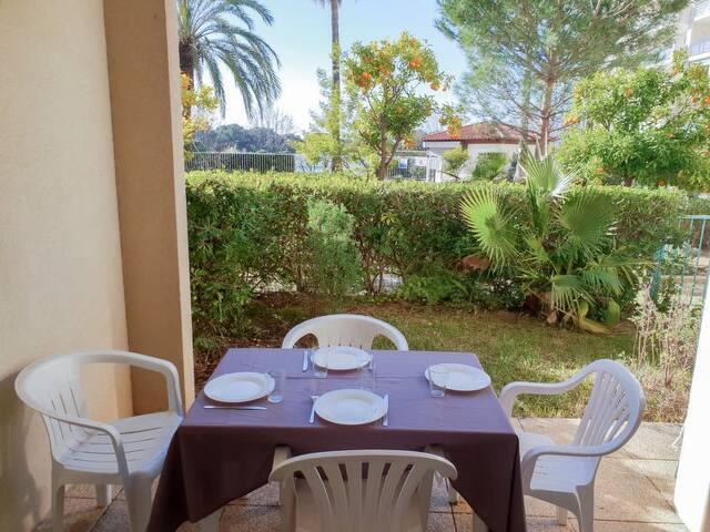 Terrasse + Jardinet