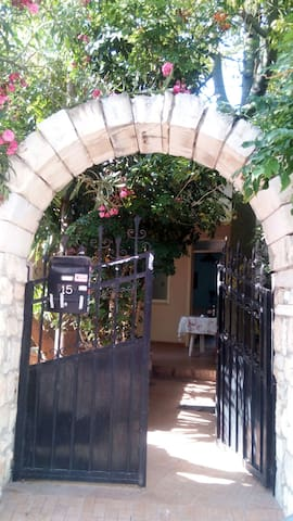 Beautiful Apartment with garden - Iraklio - Daire