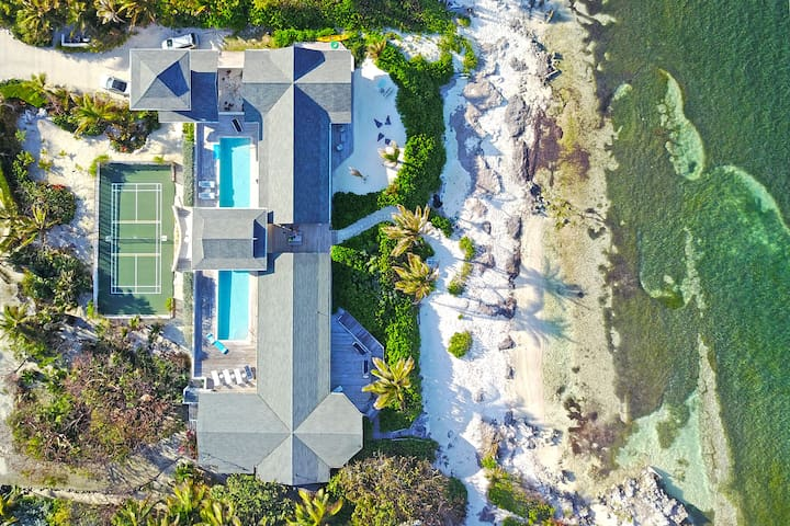 Amoraflora: Gorgeous Villa with 80' Pool + Pickle-Ball Court in Famous Rum Point