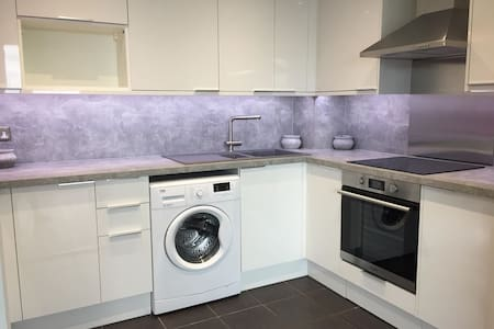 Clean Double Room in Canary Wharf (Zone 2)