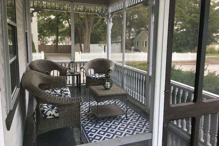 Afternoon tea or glass of wine on the screened porch!