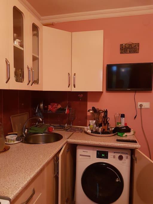 кухня, со всеми удобствами.изолированная., полностью оборудованная всем необходимым.