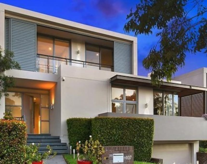 Very modern house, moments to Coogee beach to enjoy the Summer, and very close to the Spot for great restaurants and movies. Includes 2 car spaces and plenty of street parking.