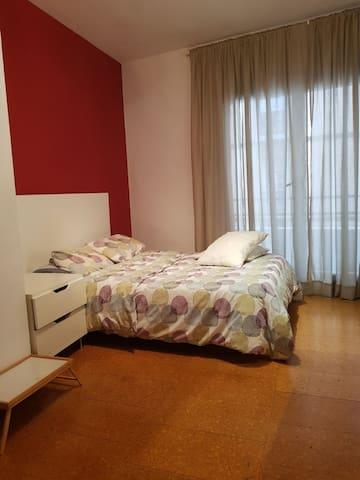 Acogedora habitación en el corazón de Barcelona