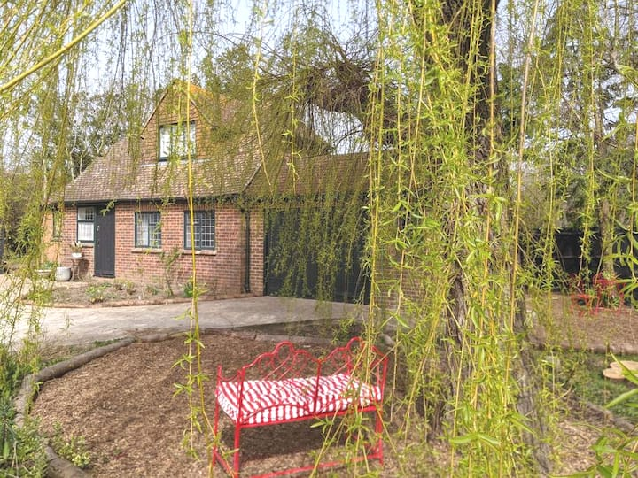 Characterful cottage for two on quiet farm lane