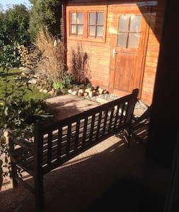 Möblierte Zwei-Zimmer Wohnung in schöner Umgebung - Grafenau - Apartemen
