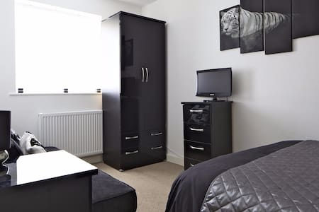 5 Bedroom Town house near Manchester City Centre - Whitefield - 連棟房屋