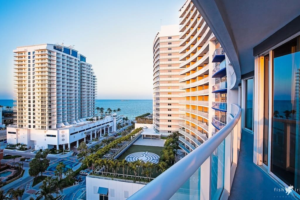 Luxury two bedroom suite plus den with balcony in fort lauderdale florida united states for Two bedroom suites in fort lauderdale