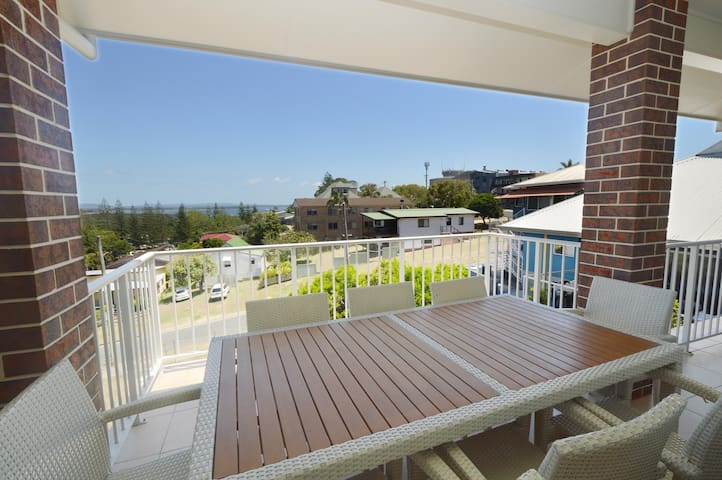 Cashel, large home with vast Clarence River Views