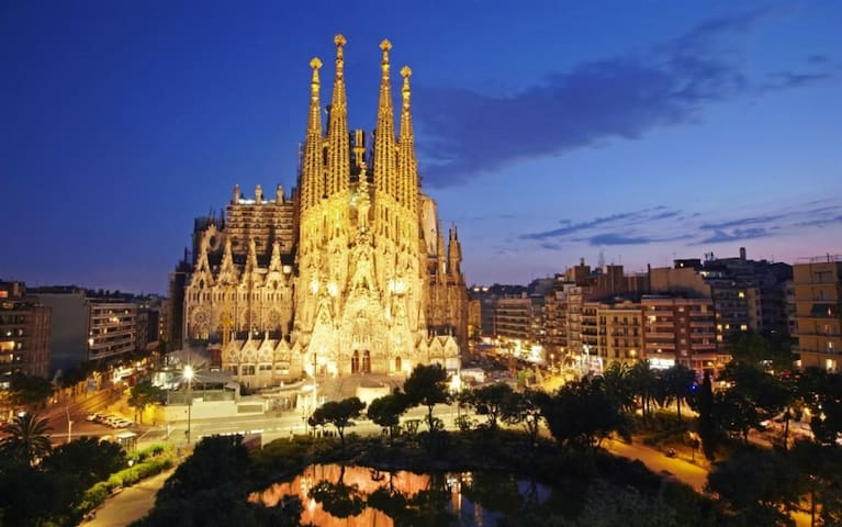 Nice Triple room in Heart of Barcelona