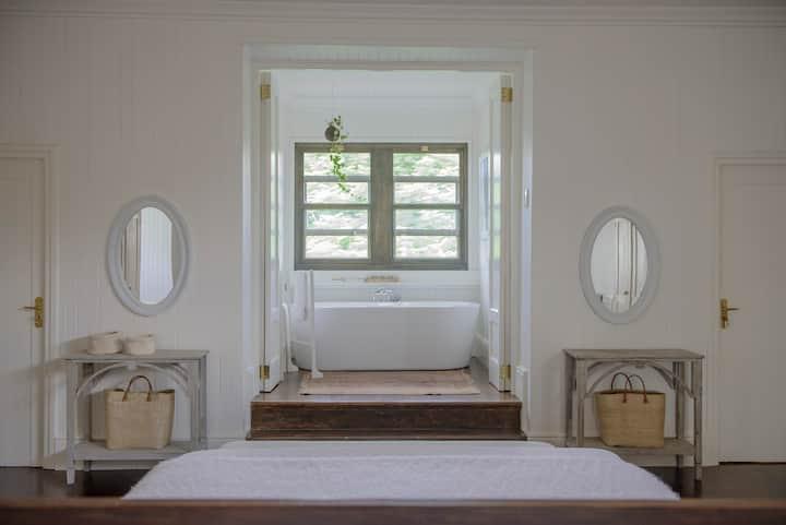 Torburnlea King/Twin Room(en-suite bath & shower)5