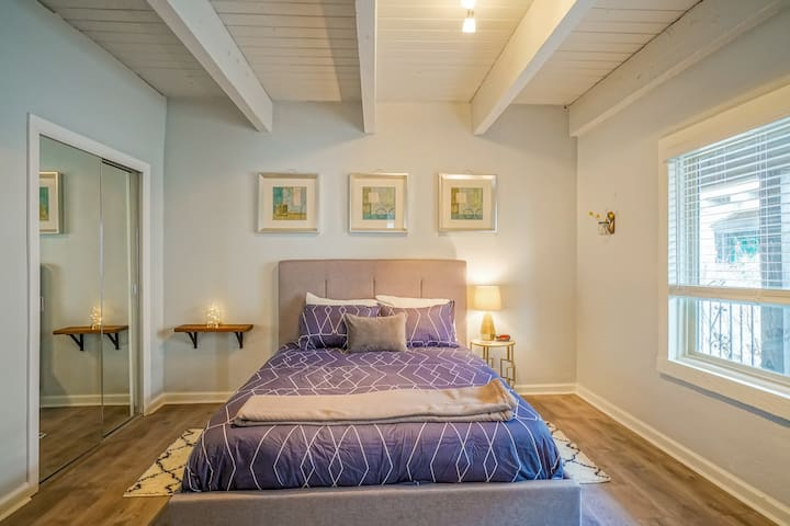 King bed, Queen bed, 1.5ba - Walk to Old Town