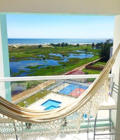 Apto com piscina ,vista pro mar e Wi-Fi