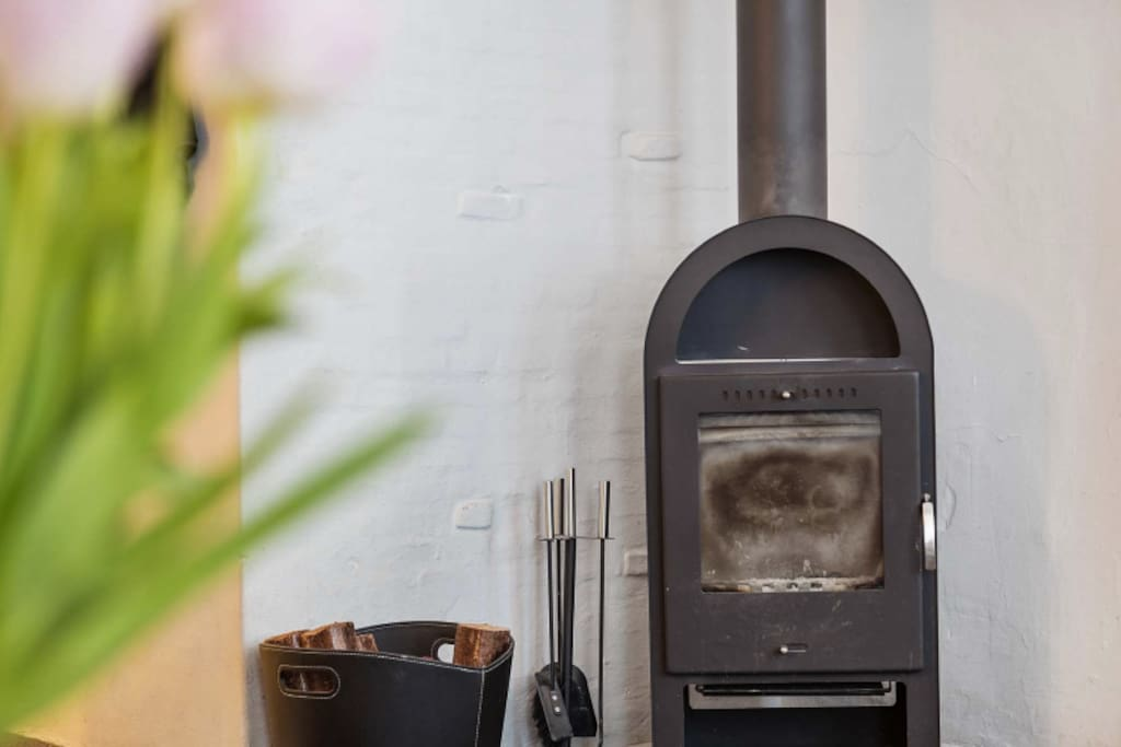 Quiet nights by the fireplace? It's very safe (even to leave on at night or when you go out) and we provide instructions in the house manual. We also have 3 perfectly fine radiators :-)