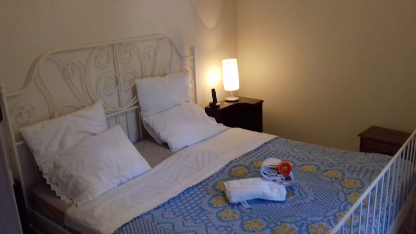 Athens airport room *7minutes* & low cost Transfer