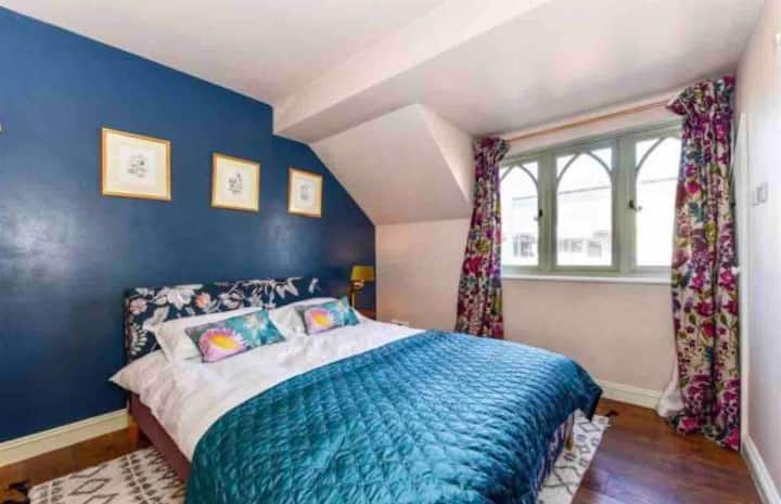 Cosy Cottage,  sleeps 4, 2 mins from Amberley Stn*