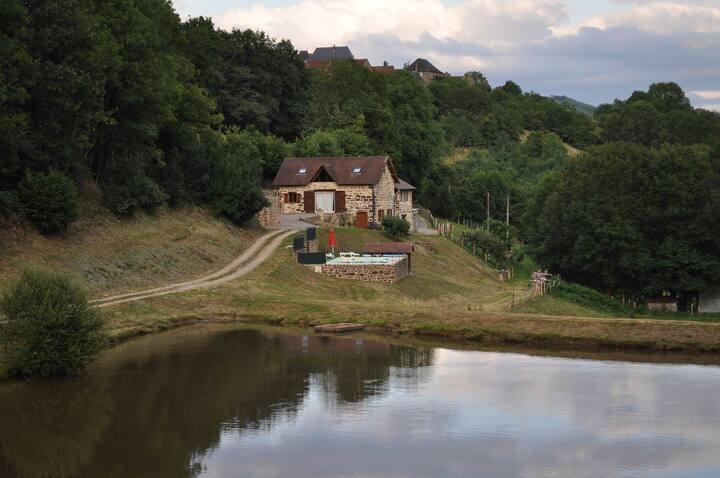 Grange restaurée à la campagne en Corrèze