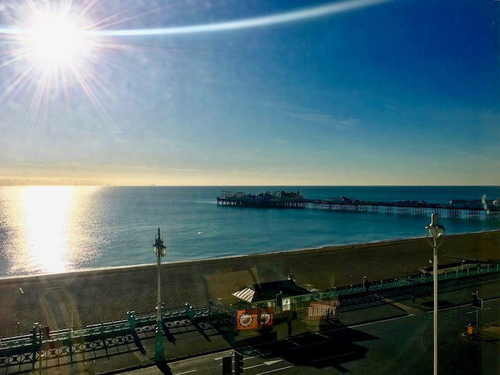 Two bedroom sea view apartment in Brighton!