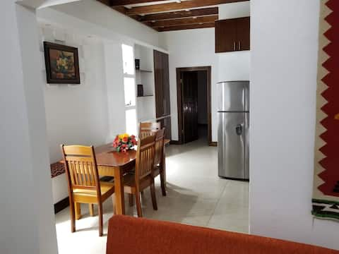 Apartment with King bed in the center, sugar city!