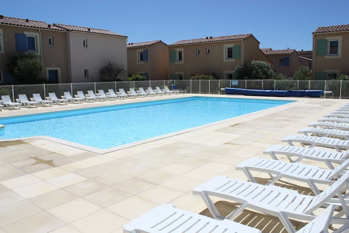 Gite in the heart of the Alpilles, in Vacation residence with heated pool in Mouriès, 2/4 persons.