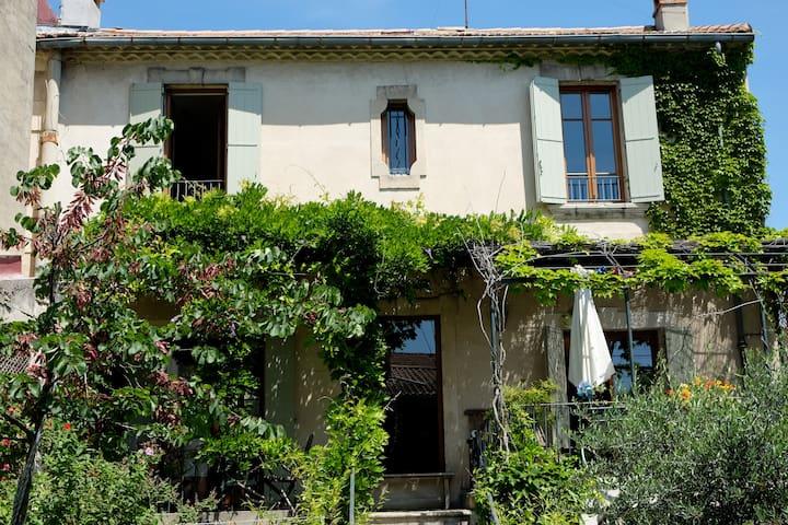 Chambre avec vue sur jardin - Avignon - House