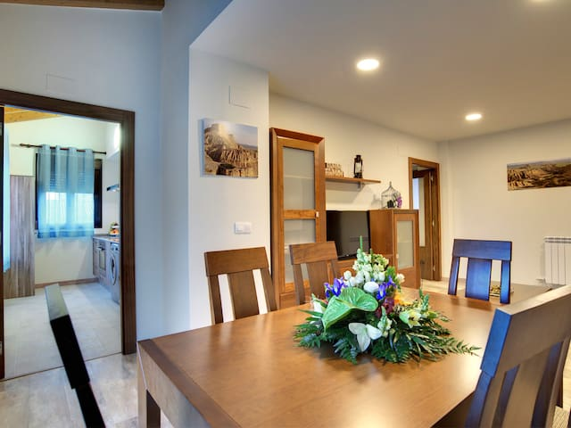 Apartment with terrace and views of the caves - Arguedas - Huoneisto