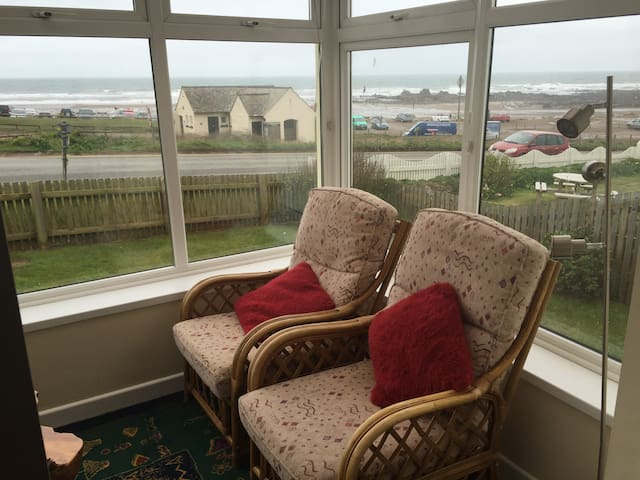 Bungalow with stunning views over Widemouth Bay