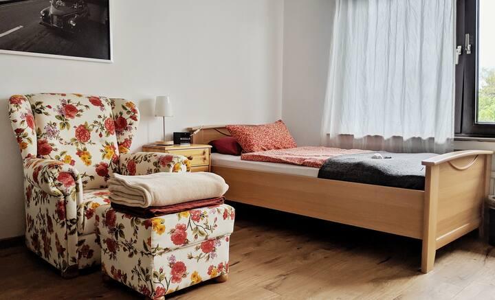 Gemütliches Zimmer für 1-2 Personen nahe CGN/DUS